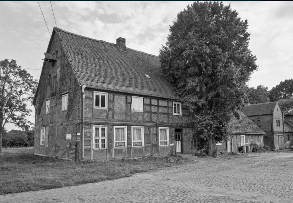 Dieses Bild hat ein leeres alt-Attribut; sein Dateiname ist wohnhaus-lichterfelde-kreis-seehausen-.jpg.