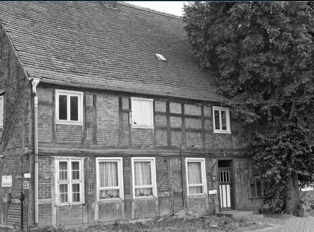 Dieses Bild hat ein leeres alt-Attribut; sein Dateiname ist wohnhaus-lichterfelde-kreis-seehausen-1.jpg.